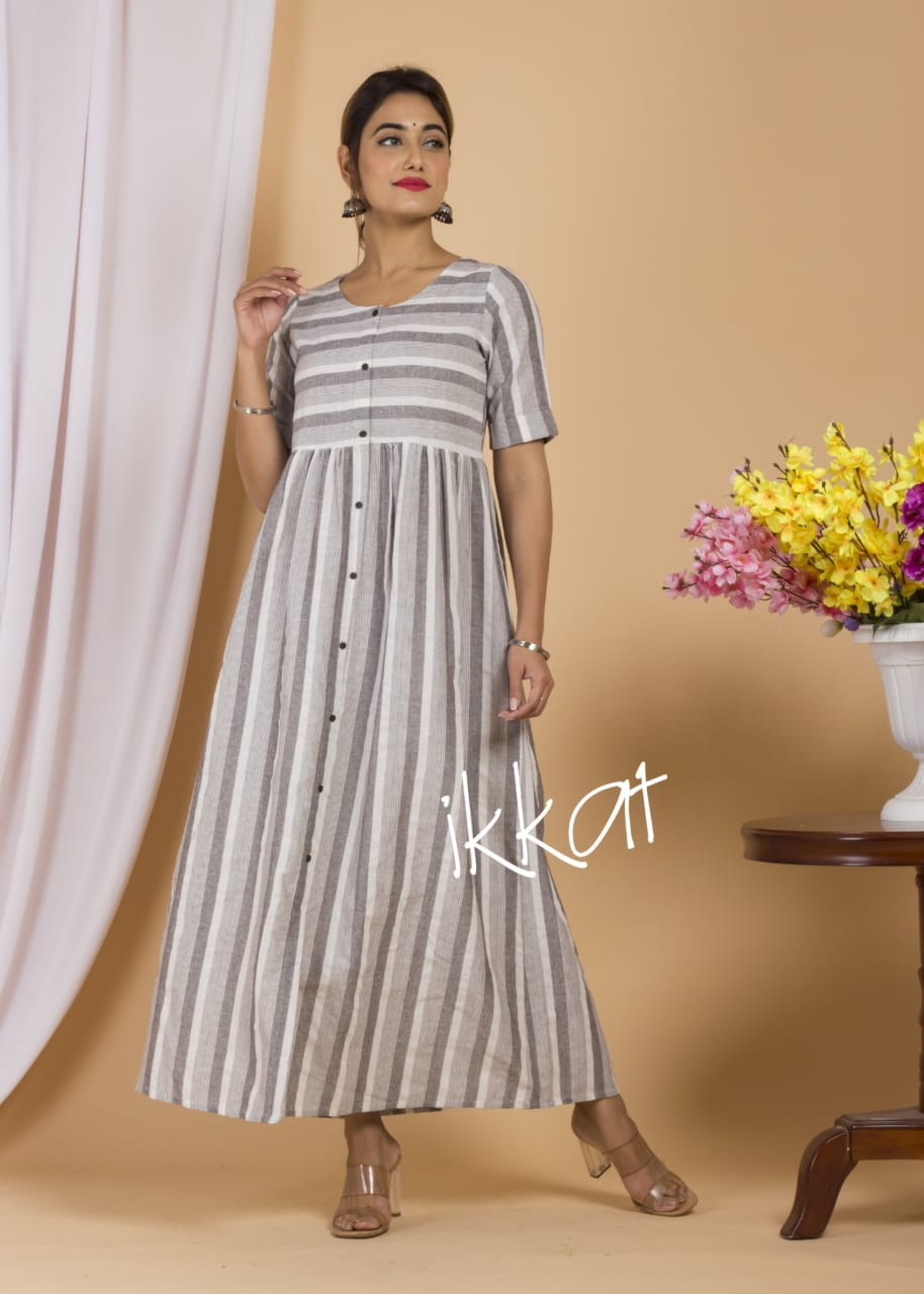 RN0190 (Rs.395/-) Long Gown.